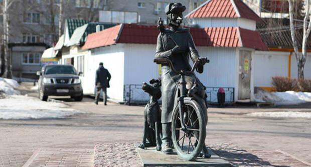 Памятники Печкину из Простоквашина стали символами подмосковных почтальонов