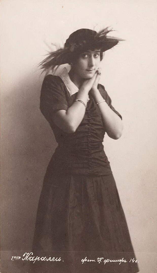 Это было обрусевшее греческое семейство – отсюда и экзотическая внешность дочери. Родители отдали девочку в московское театральное училище, и она считалась способной воспитанницей.