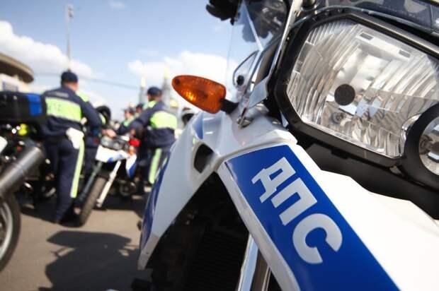 Таксист и мотоциклист не поделили дорогу на Снежной