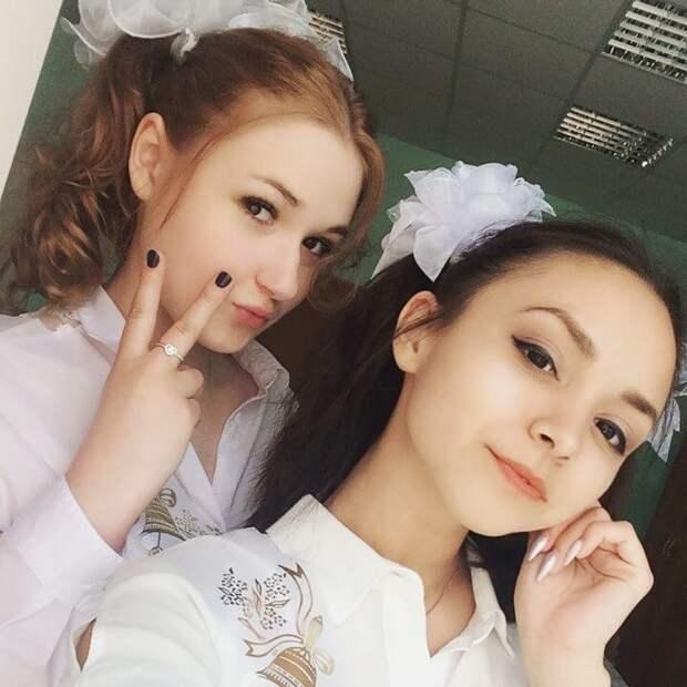 Симпатичные выпускницы 2018 года
