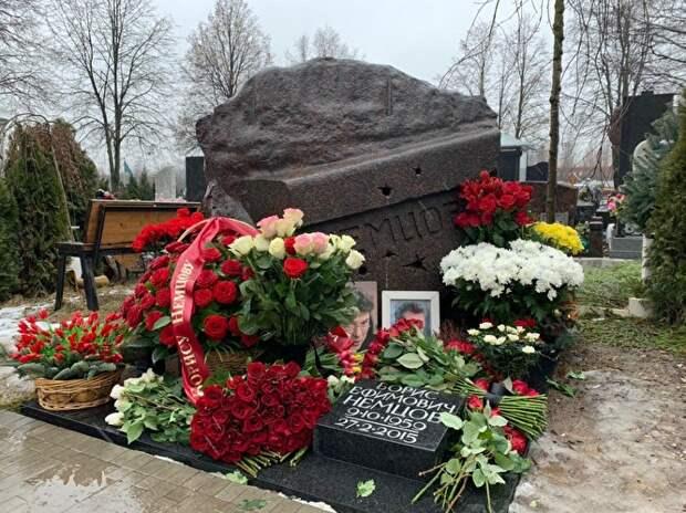 Источник: родственники Немцова могут выкупить землю рядом с его могилой