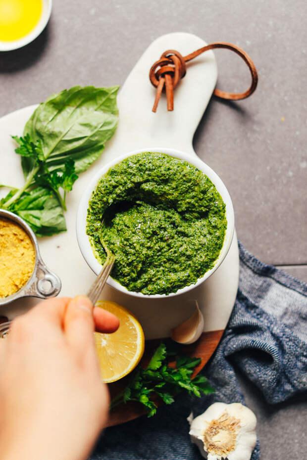 HEALTHY-Super-Green-Vegan-Pesto-BIG-flavor-10-minutes-1-bowl-SO-delicious.-vegan-glutenfree-plantbased-sauce-pesto-greens-minimalistbaker-recipe-6