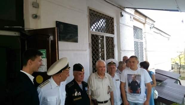 Севастополь не забывает своих героев!