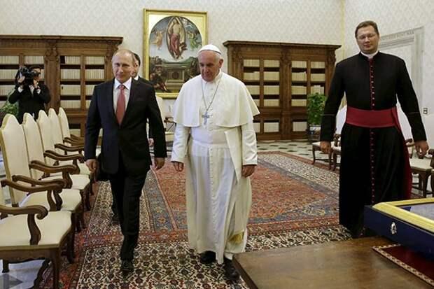 Владимир Путин получил от Папы Франциска медаль ангела-миротворца