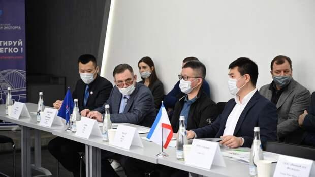 Рыночных торговцев из Москвы выдали за китайскую делегацию в Крым