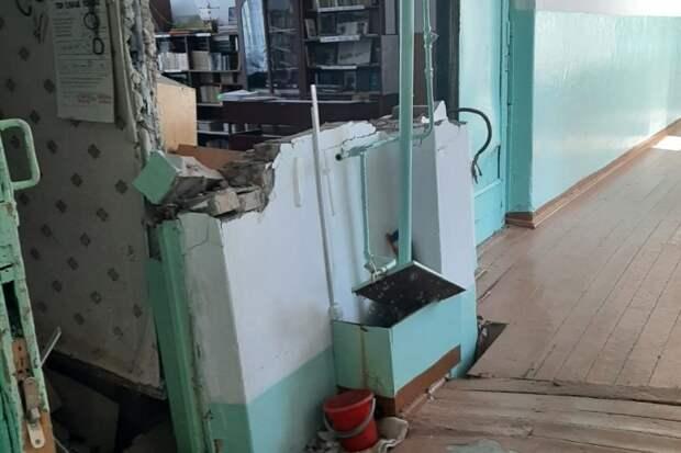 Учеников школы, где обрушилась стена, перевели на дистанционное обучение