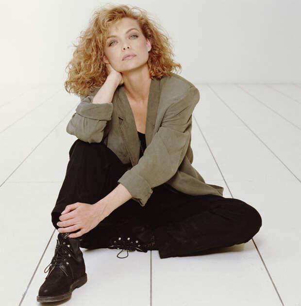 Мишель Пфайффер (Michelle Pfeiffer) в фотосессии Терри О'Нила (Terry O'Neill) (1990), фотография 1