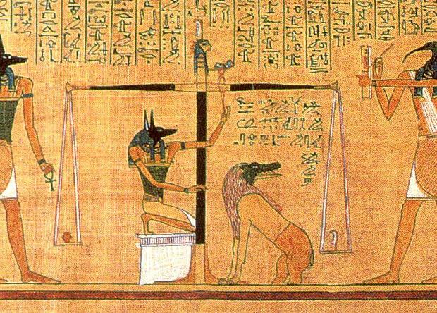 Анубис взвешивает сердце умершего — традиционный сюжет папирусов из древнеегипетской «Книги мертвых».
