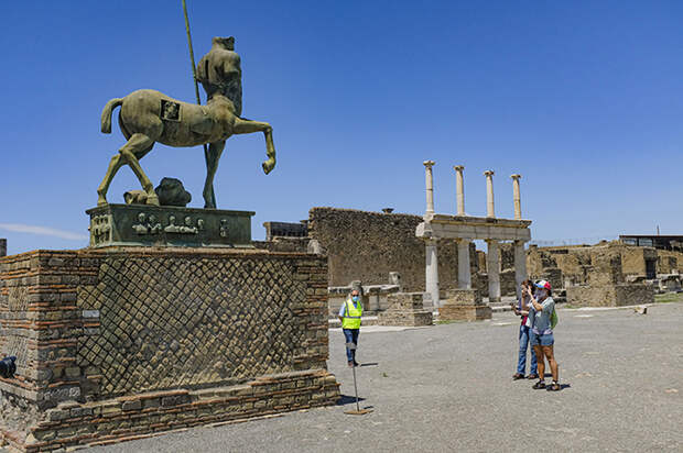 Туристы легкомысленно берут себе сувениры на память, не думая о последствиях.