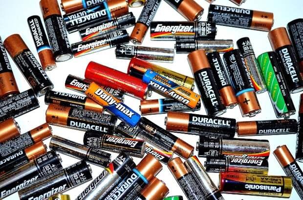 С приходом на рынок почти вечной батарейки обычные рискуют отправится на свалку истории. /Фото: naukamedia.ru