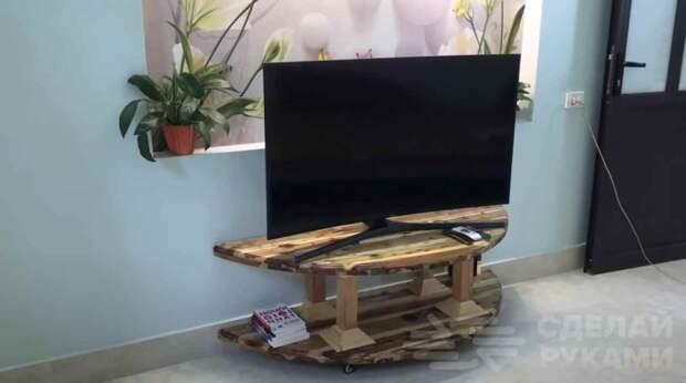 Тумба под телевизор из деревянной катушки для электрокабеля