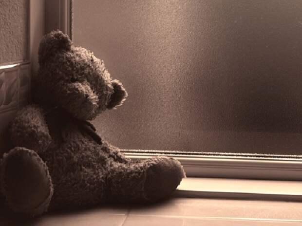 В Новороссийске из окна пятиэтажки выпал трехлетний ребенок