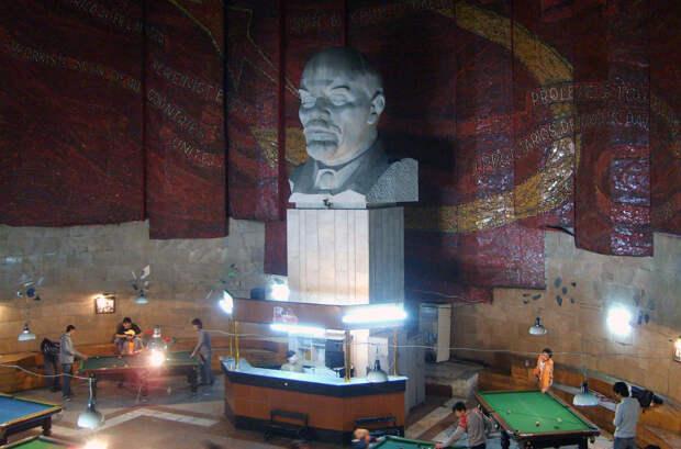 Бильярдный клуб в Улан-Баторе, Монголия
