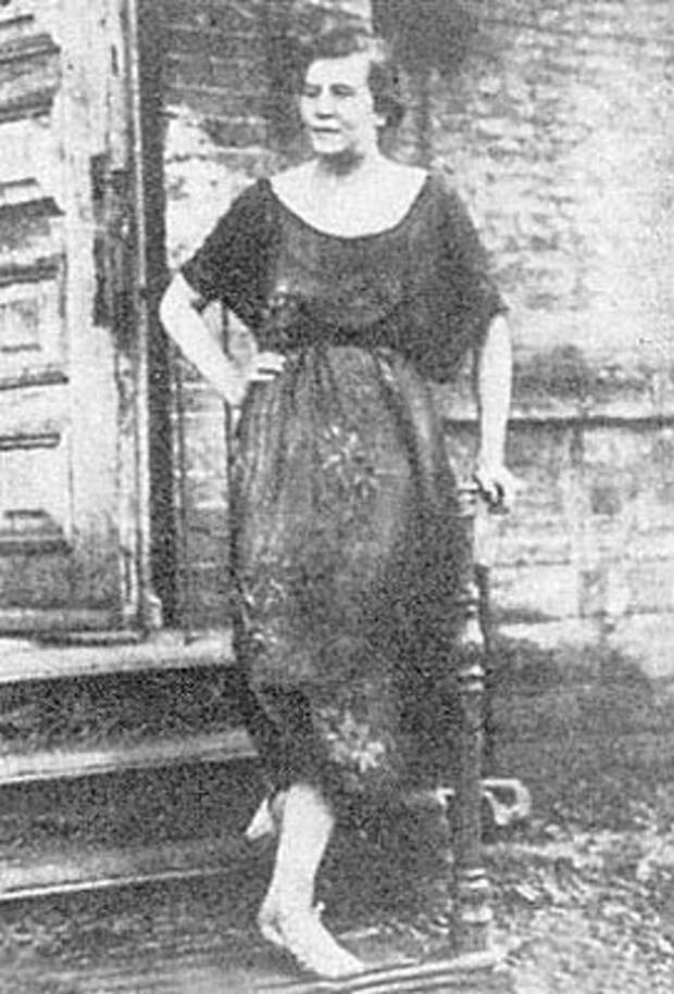 Дора Евлинская, моложе 20 лет, женщина-палач, казнившая в одесской ЧК собственными руками 400 офицеров