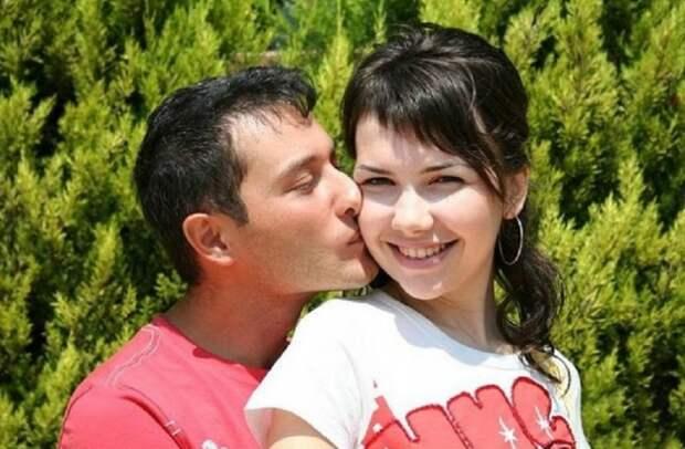 Моя знакомая встречается с турком около двух лет, ей 23...