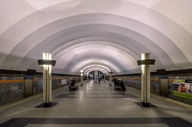 Станции метро «Ладожская» скоро закроется на ремонт: чем это грозит петербуржцам?