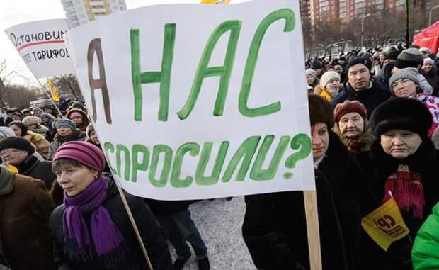 Путина подставляет под удар его окружение - Михаил Делягин