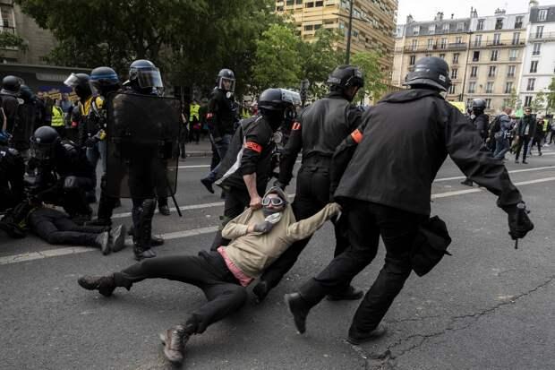 Погибли 25 человек, послов не видно: О чём скорбит ЕС в Минске