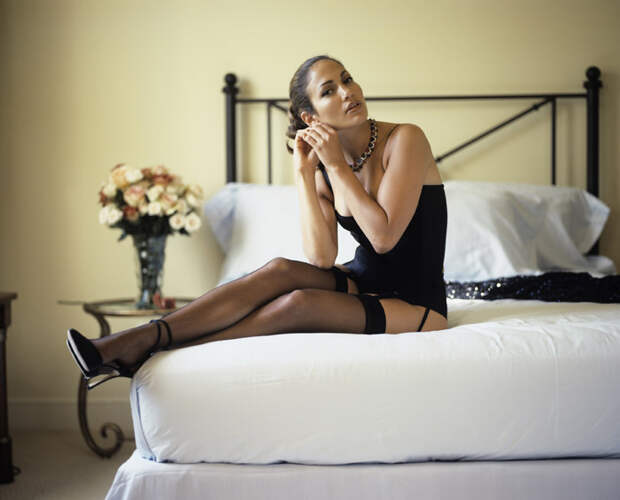 Дженнифер Лопес (Jennifer Lopez) в фотосессии Фируза Захеди (Firooz Zahedi) для журнала Vanity Fair (1998), фотография 5