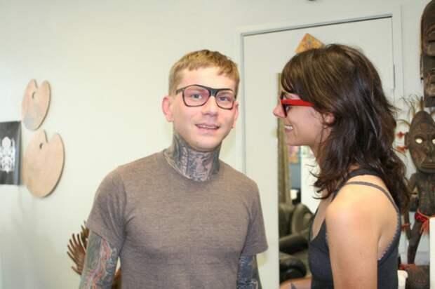 Татуировка- очки, которые всегда на тебе