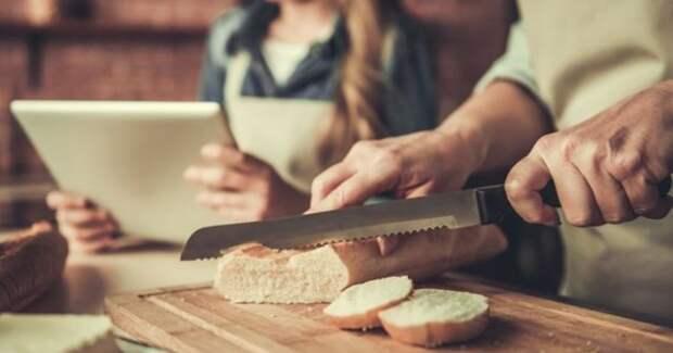 Почему в ресторанах хлеб подают бесплатно и перед другими блюдами