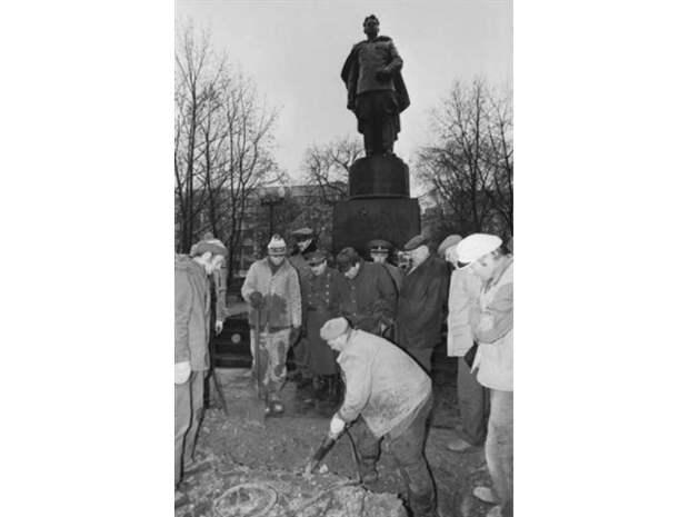 Москва трижды отдавала Вильнюс Литве. Там это стараются «забыть».