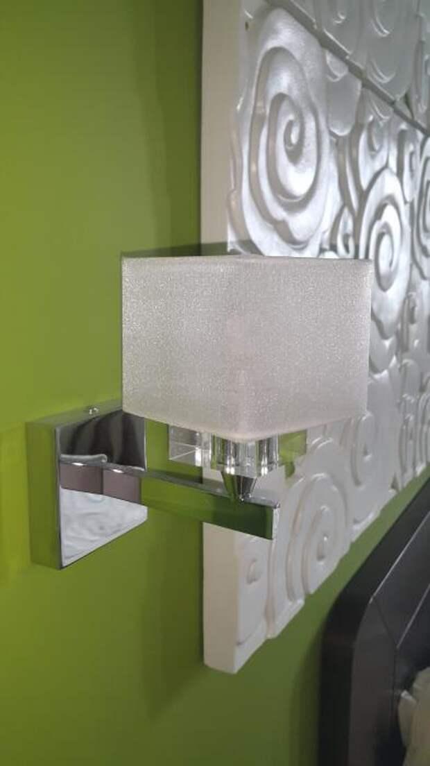 Монтаж декоративных панелей, бра в спальне