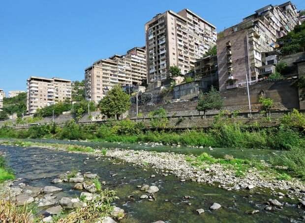 Скребущий небеса: город Капан, Армения