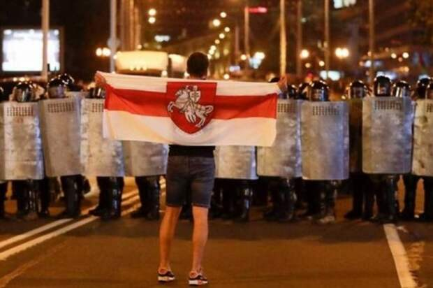 В центре Минска начались задержания протестующих