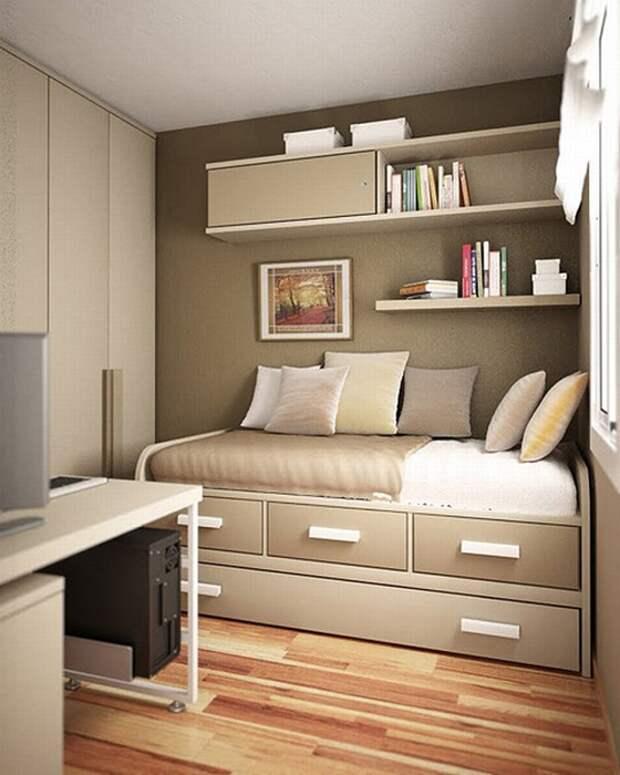 Сдержанный интерьер небольшой спальной комнаты, которая оформлена в нейтральных светло-серых оттенках.
