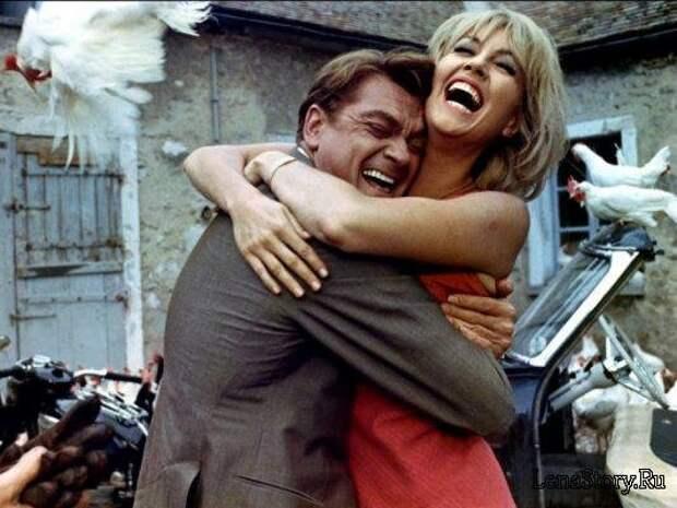 """Жан Маре, Милен Демонжо и Луи де Фюнес на съёмках """"Фантомаса""""."""