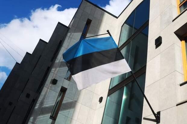 Эстония отменила изоляцию и тесты для привитых российскими вакцинами