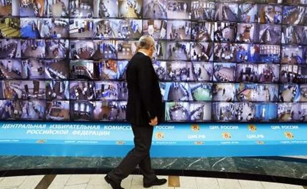 На фото: работа информационного центра ЦИК РФ в день голосования.