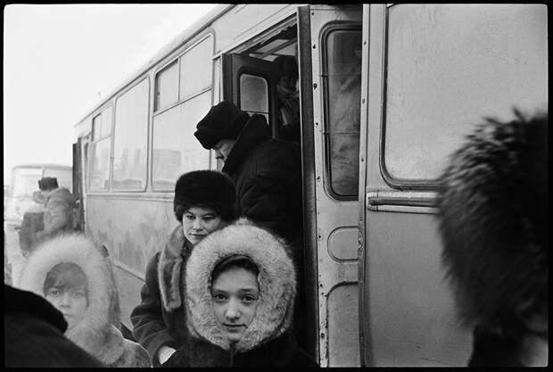 Лица и улицы российских девяностых в объективе голландского фотографа Лео Эркена