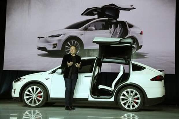 Илон Маск ночует в спальном мешке рядом с конвейером