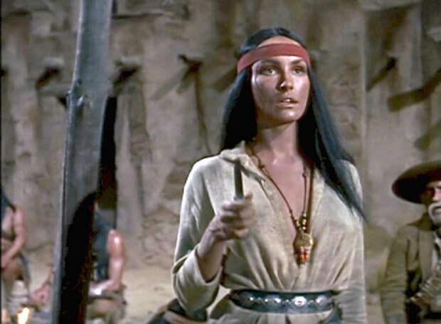 Джулия Ньюмар в роли беспощадной немой индеанки Хешке «Золото Маккенны» (1969).