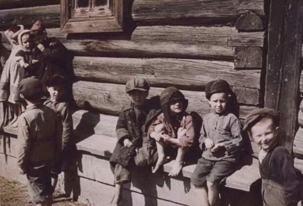 Деревенские дети. 1942 год. Калужская область.