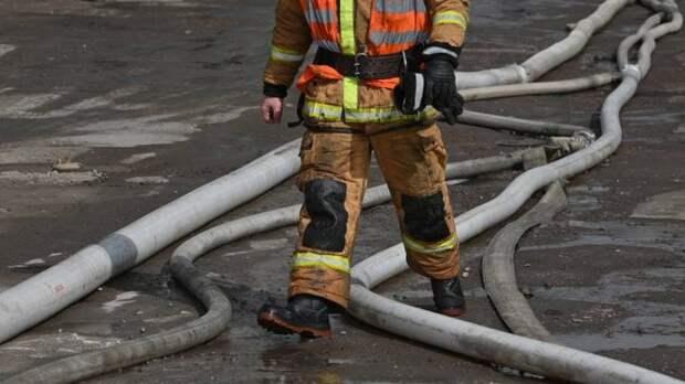 Пассажирский автобус сгорел на Митинской улице в Москве