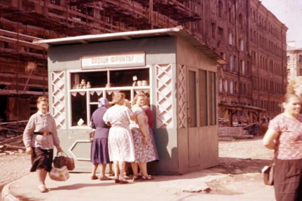 20 характерных фотографий из повседневной жизни советских людей в 1950-х – 1960-х годах