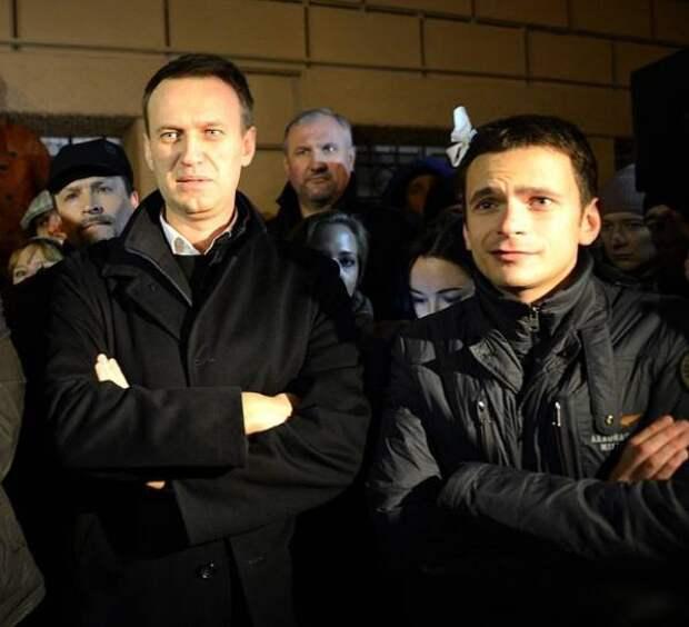 """Навальный и Яшин получили благодарность за большое пожертвование на нужды """"АТО"""""""