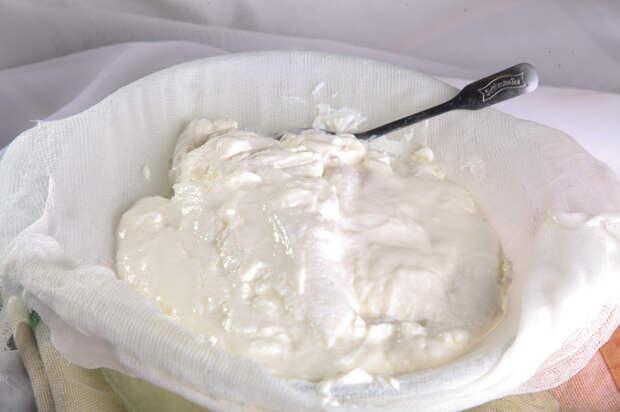 Домашний крем-чиз из кефира - доступная альтернатива дорогим сливочным сырам