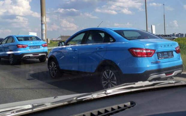 Новая комплектация Lada Vesta Cross: теперь и ярко-голубая. Нравится?