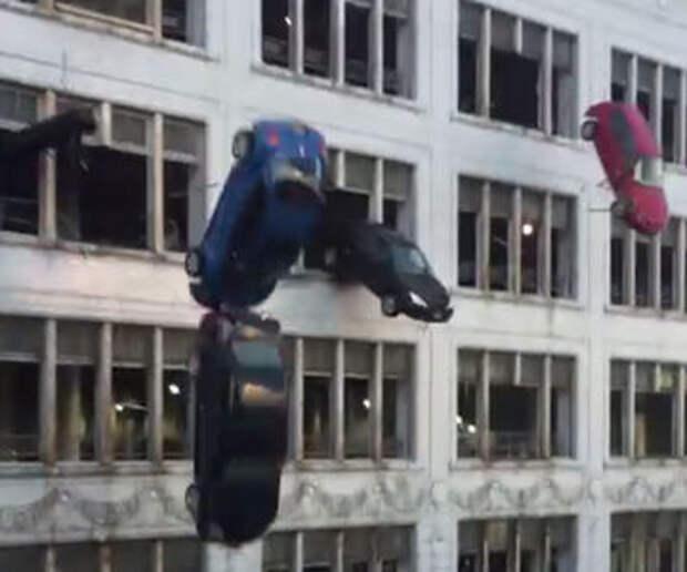 На съемках «Форсажа 8» машины сбросили с парковки