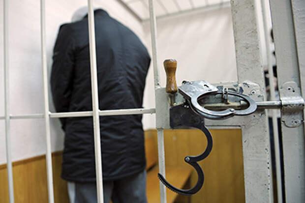 Задержанный в Петербурге таджик сгрыз символику ИГ с футболки