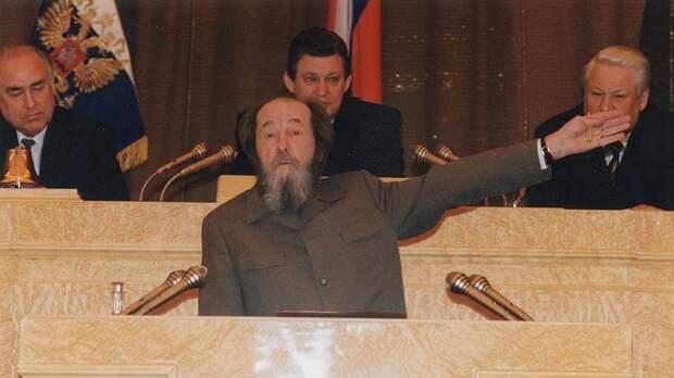 Работал против страны. И советовал Ельцину отдать Курилы