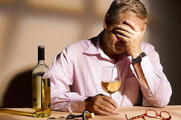 Отношения - Жизнь с алкоголиком: как себя вести?