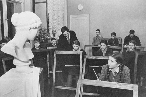 Чем в СССР дети занимались после школы? (ФОТО)