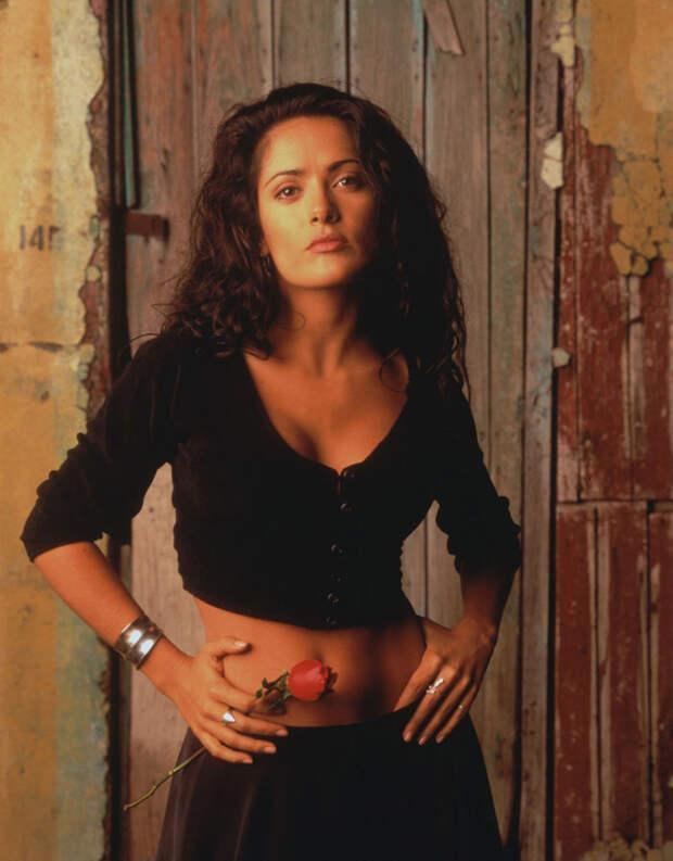 Сальма Хайек (Salma Hayek) и Антонио Бандерас (Antonio Banderas) в фотосессии для фильма «Отчаянный» (Desperado) (1995), фотография 3