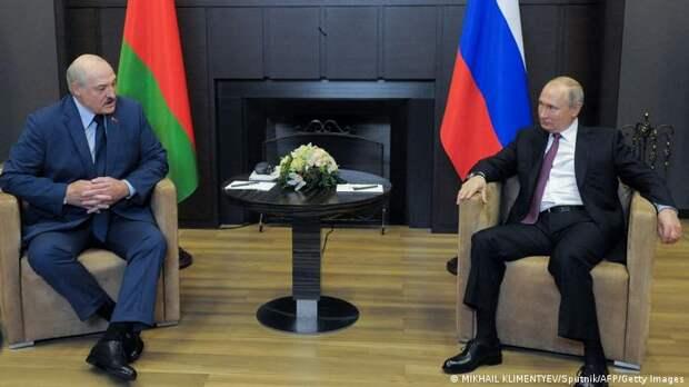Что Беларусь получает и теряет от сближения с Россией