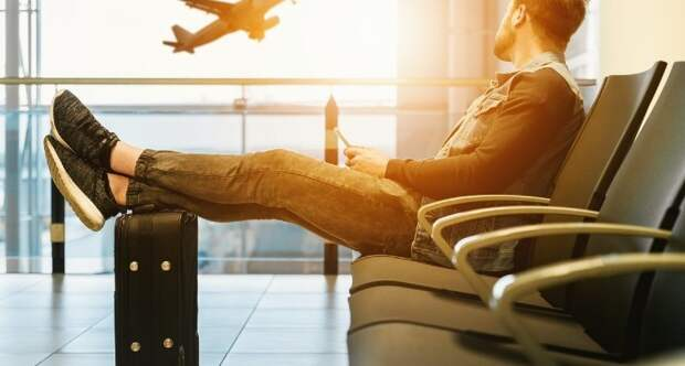 Чего лучше не делать в самолете: 5 неписаных правил полета